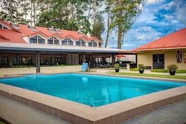 highlander-hotel-pool-0